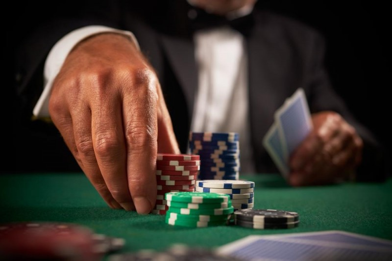 Keeping your poker ego in check - Straight Draw Poker